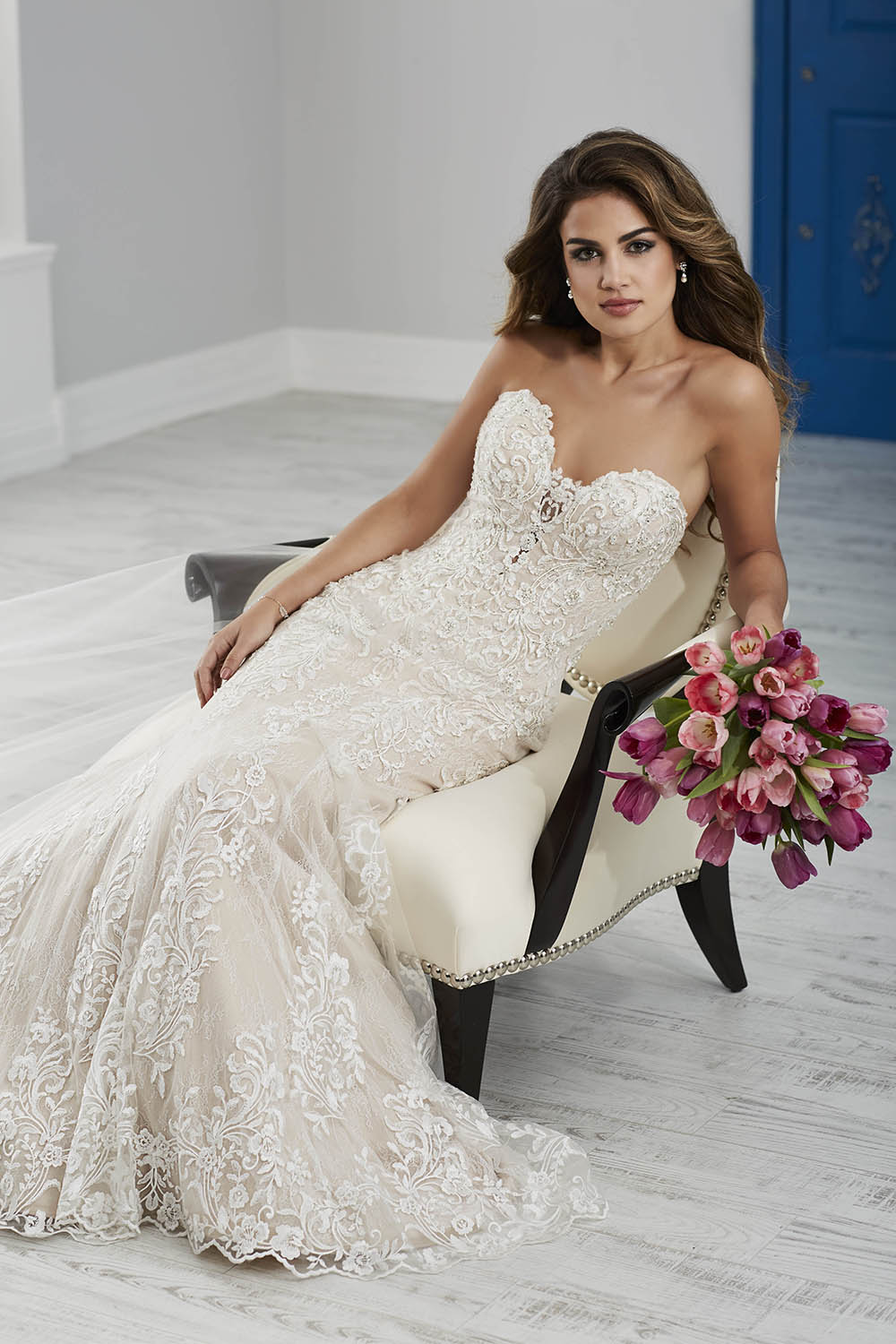 lace wedding gown mermaid style sweetheart