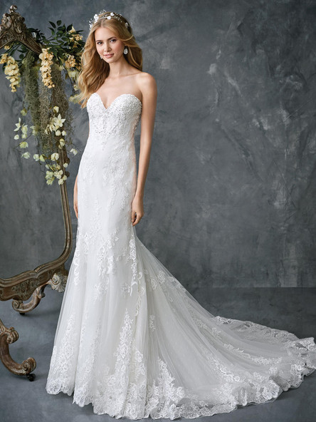 lace fitted wedding dress with lace hem