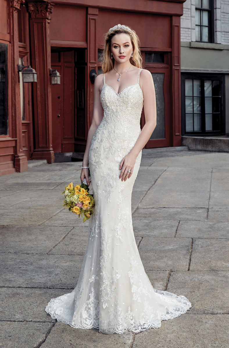 simple lace wedding dress with optional detachable skirt