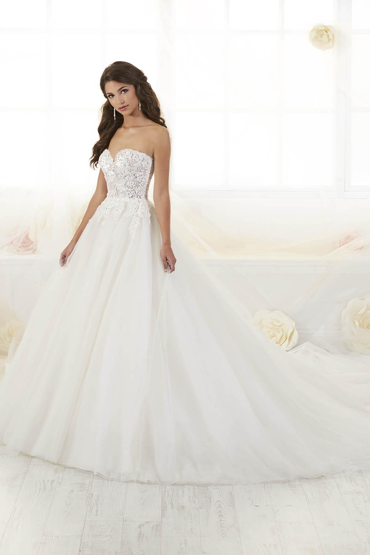 38019-Ottawa-wedding-dress-moscatel