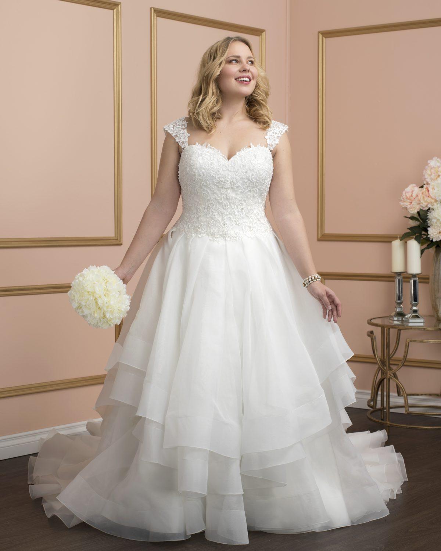 Romantic-Bridal-8025w-Ottawa-wedding-dress-moscatel-Boutique