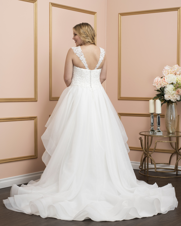 Romantic-Bridal-8025w-Ottawa-wedding-dress-moscatel-Boutique-3